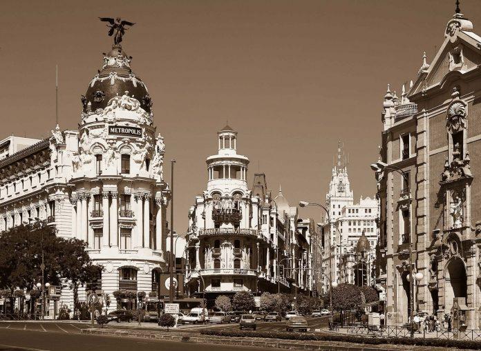 Madrid Metropolis building in Gran via and Alcala