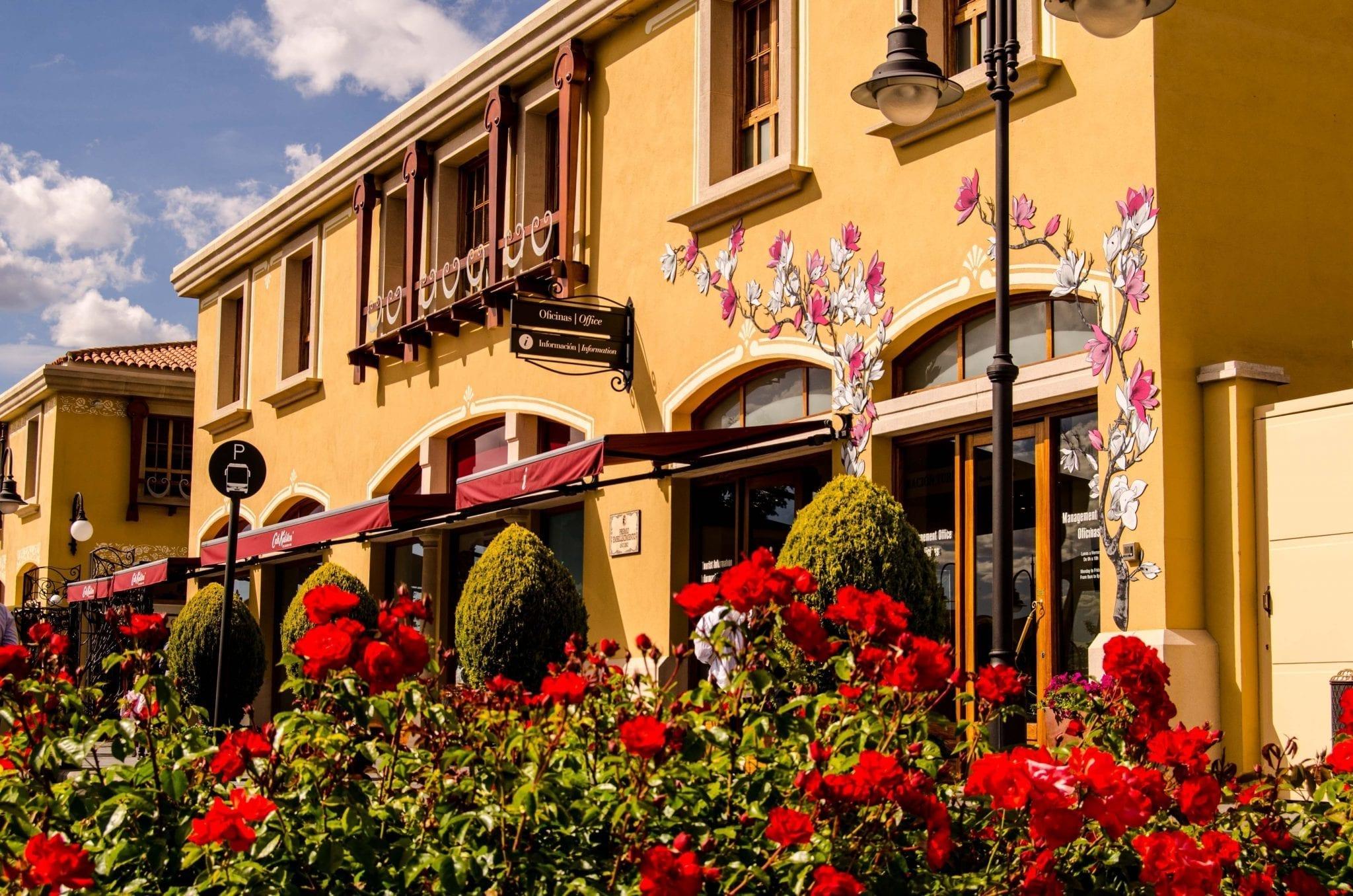 que te diviertas Ver insectos medias  Las Rozas Village luxury brands outlet 70% off - Madridallincluded.com